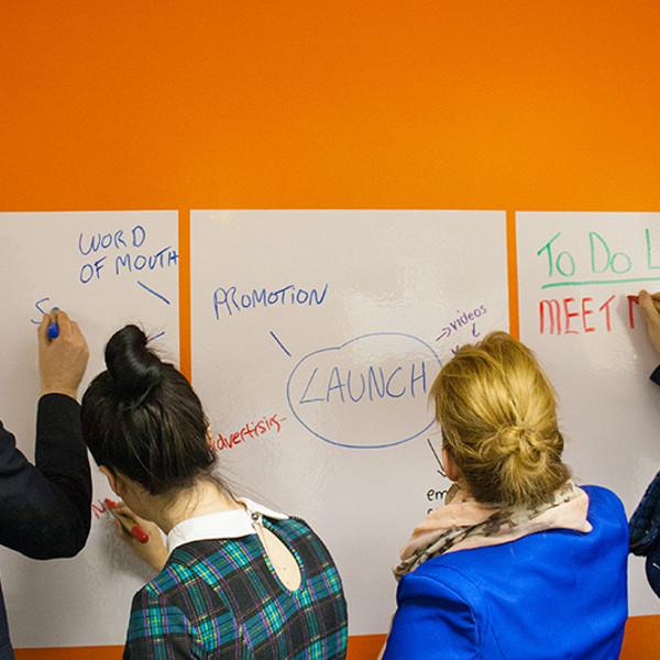 Chytrá stena – Smart Wall Paint - popisovateľný papier pri prezentácii